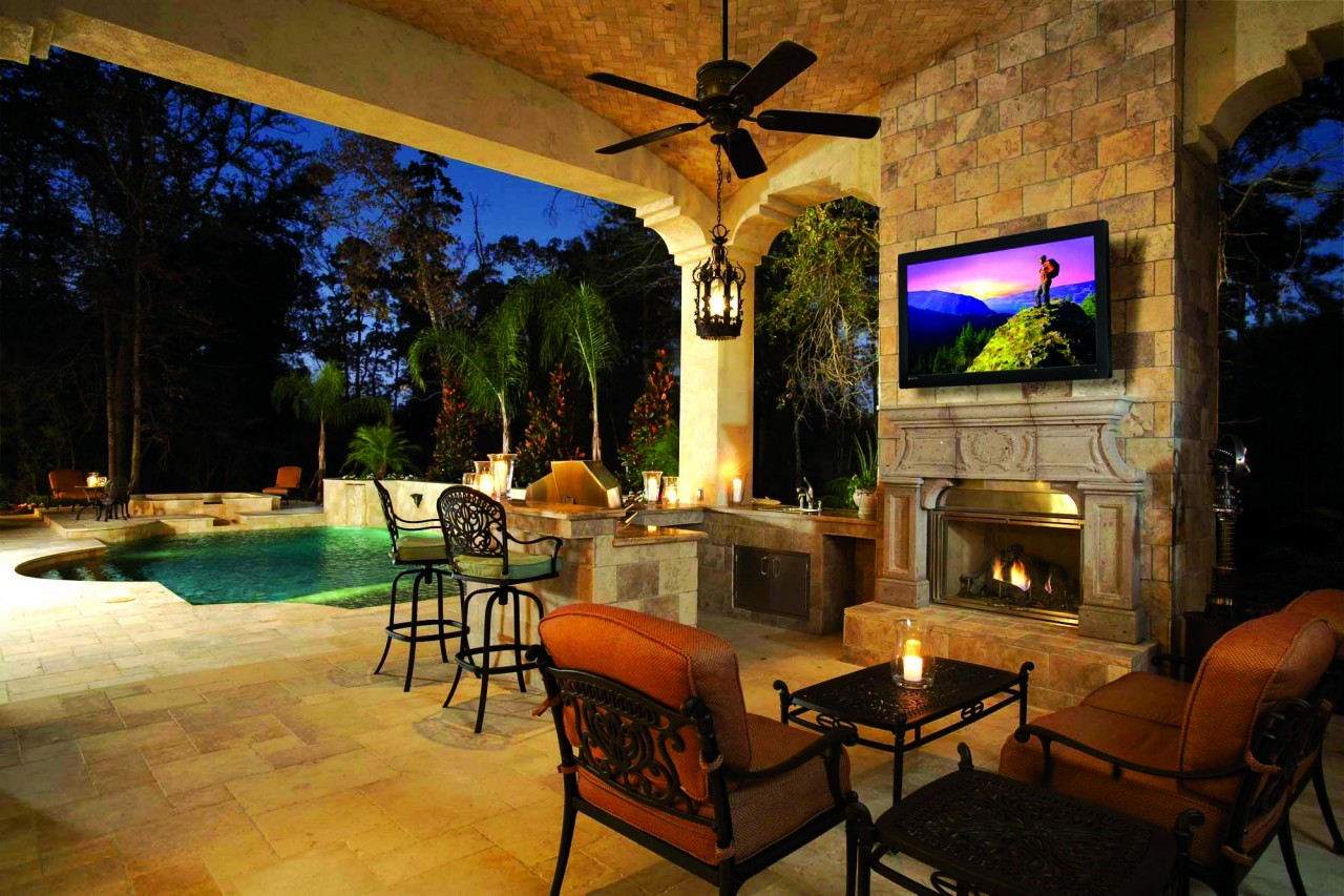 bring-your-backyard-to-life-with-an-outdoor-entertainment-system